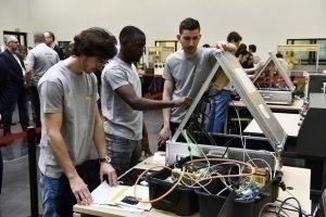 Aux Olympiades de Fanuc, opération séduction entre les étudiants et les entreprises de robotique