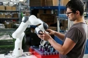Dirigeants, managers, RH, il est temps d'inviter la robotisation à la table des négociations collectives
